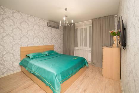 Сдается 3-комнатная квартира посуточно, улица 1-й Участок Мелькомбината 2, 4, подъезд 3.