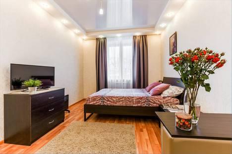 Сдается 2-комнатная квартира посуточно, улица Парижской Коммуны, 13А.