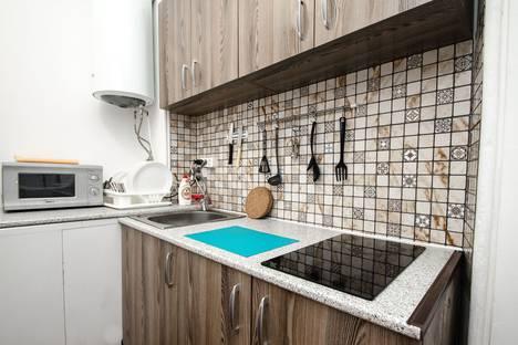 Сдается 2-комнатная квартира посуточно в Новочеркасске, просвещения 136/2.