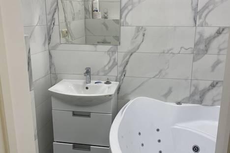 Сдается 2-комнатная квартира посуточно в Новокузнецке, Кемеровская область,улица Кирова, 23А.