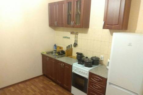 Сдается 1-комнатная квартира посуточно, Салмышская улица, 47, подъезд 4.