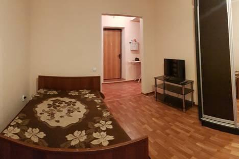 Сдается 1-комнатная квартира посуточно в Оренбурге, Салмышская улица, 47, подъезд 4.
