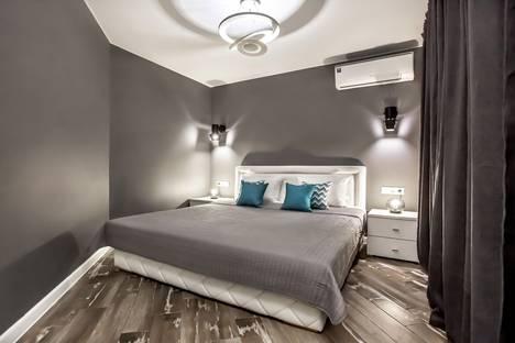 Сдается 2-комнатная квартира посуточно в Тольятти, улица 40 лет Победы, 43.