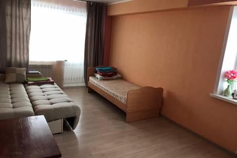 Сдается 2-комнатная квартира посуточно в Ачинске, 5-й микрорайон дом 18.
