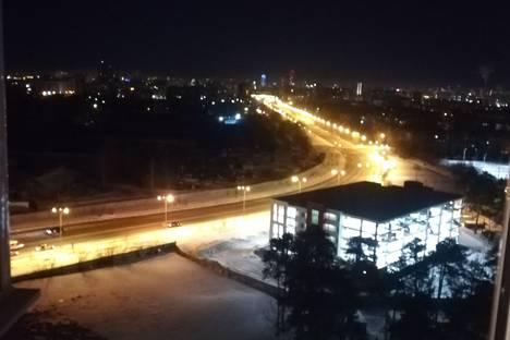 Сдается 1-комнатная квартира посуточно в Екатеринбурге, Железнодорожный район, микрорайон Старая Сортировка, Маневровая улица, 26.
