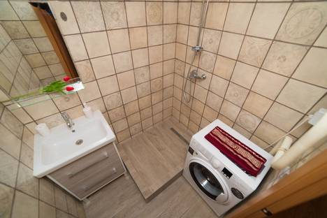 Сдается 2-комнатная квартира посуточно в Челябинске, Набережная улица, 9В.