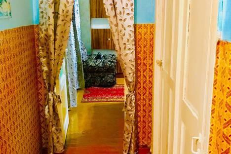 Сдается 2-комнатная квартира посуточно в Сатке, улица 50 лет ВЛКСМ, 26.