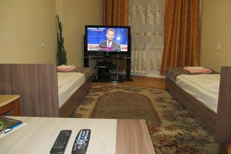 Сдается 2-комнатная квартира посуточно в Кировске, Олимпийская улица, 71, подъезд 4.