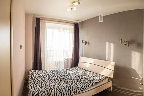 Сдается 2-комнатная квартира посуточно, улица Серышева, 80.