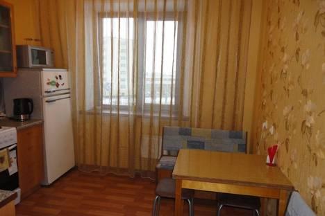 Сдается 2-комнатная квартира посуточнов Тюмени, 50 лет Октября 78.
