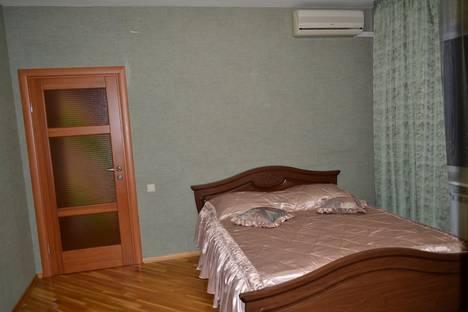 Сдается 2-комнатная квартира посуточно в Новочеркасске, ул.Крылова 8.