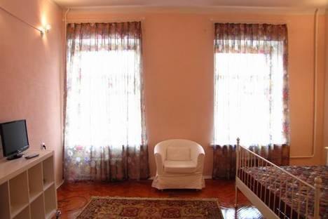 Сдается 1-комнатная квартира посуточнов Санкт-Петербурге, набережная реки Мойки, 8.