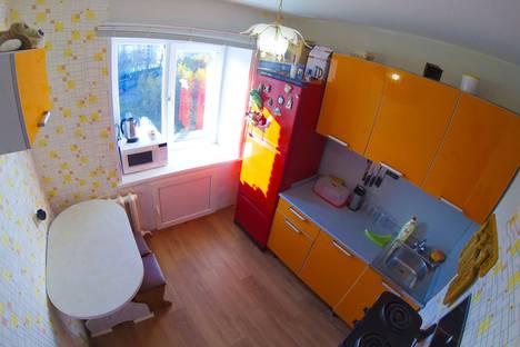 Сдается 1-комнатная квартира посуточно, улица 50 лет Октября, 5, подъезд 4.