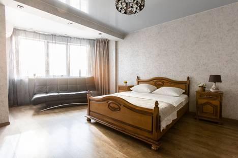 Сдается 2-комнатная квартира посуточно в Самаре, Революционная 3.