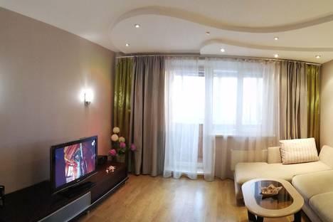 Сдается 1-комнатная квартира посуточно в Челябинске, улица Захаренко, 11Б, подъезд 3.