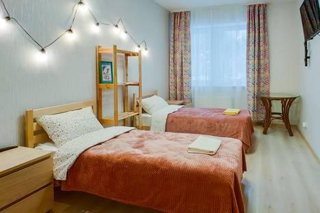 Сдается 2-комнатная квартира посуточно, улица Революции, 52Б.