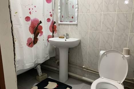 Сдается 1-комнатная квартира посуточно в Атырау, микрорайон Нурсая, улица Таумуша Жумагалиева, 14.