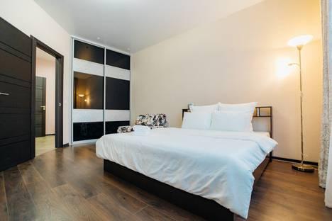 Сдается 2-комнатная квартира посуточно, Хрустальный переулок, 27.
