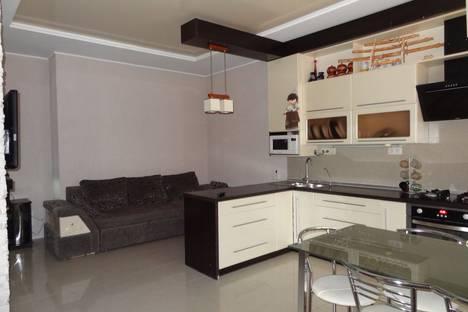 Сдается 3-комнатная квартира посуточно в Евпатории, Республика Крым,Санаторская улица.