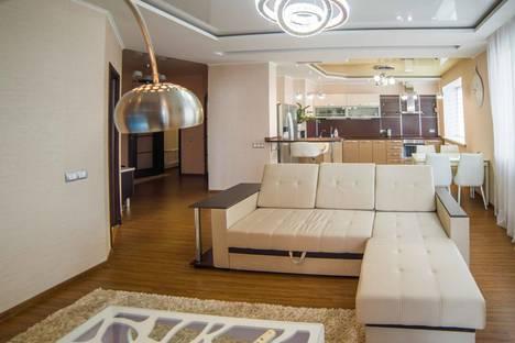 Сдается 2-комнатная квартира посуточно, улица Шеронова, 8к3.