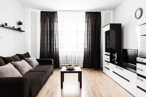 Сдается 2-комнатная квартира посуточно, улица Степана Разина, 107.