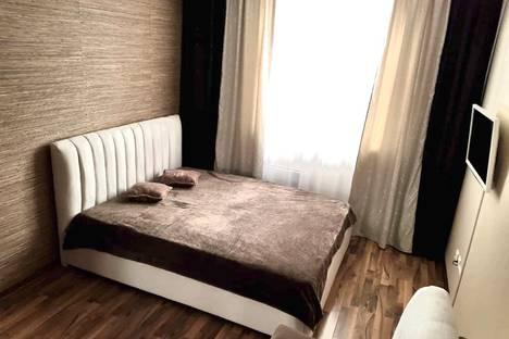 Сдается 1-комнатная квартира посуточно в Екатеринбурге, Орджоникидзевский район, микрорайон Эльмаш, Шефская улица, 103.