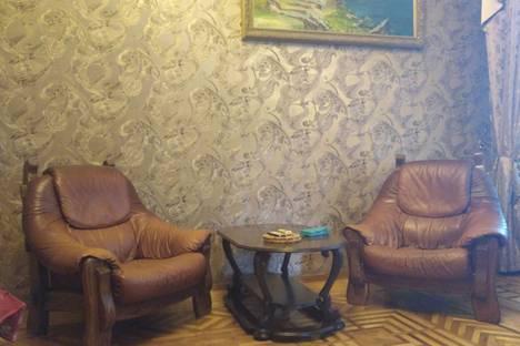 Сдается 1-комнатная квартира посуточно в Ялте, улица Кирова, 13.