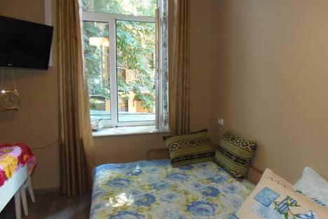 Сдается 1-комнатная квартира посуточно в Ялте, улица Кирова, 10.