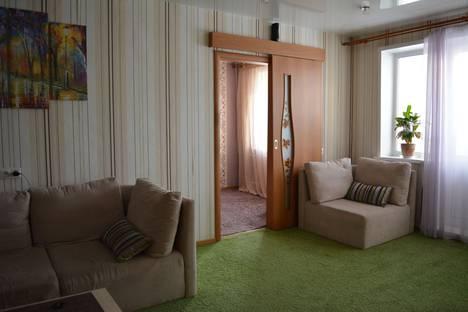 Сдается 2-комнатная квартира посуточно в Новокузнецке, улица Кузнецова, 25.