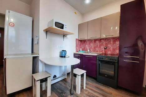 Сдается 1-комнатная квартира посуточно, улица Кадомцева, 10.