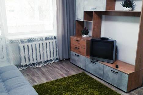 Сдается 1-комнатная квартира посуточно в Кургане, улица Кирова, 111.