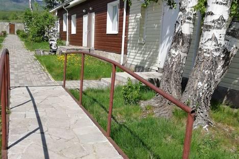 Сдается 2-комнатная квартира посуточно в Банном (Зеленой поляне), Зелёная Поляна, улица Курортная, д. 35/2.