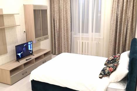 Сдается 2-комнатная квартира посуточно, улица Крайнова, 3А.