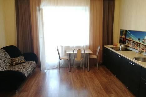 Сдается 2-комнатная квартира посуточно в Челябинске, улица Братьев Кашириных, 115.