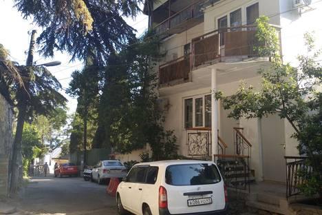 Сдается 2-комнатная квартира посуточно в Ялте, Бассейная улица, 8.