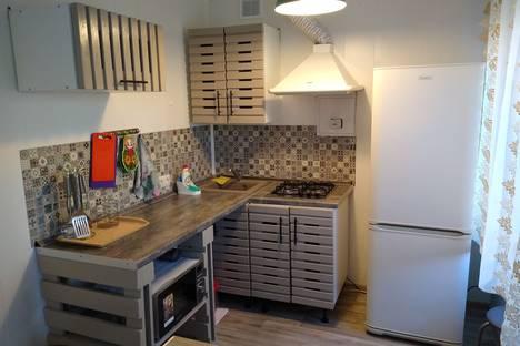 Сдается 2-комнатная квартира посуточно, Трёхсвятская улица, 28.