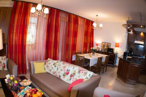 Сдается 3-комнатная квартира посуточно в Ереване, улица Грачья Кочара, 27А.