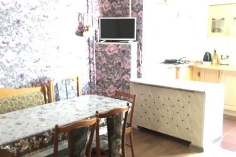 Сдается 2-комнатная квартира посуточно, городской округ Ялта, посёулица Космонавтов, 20.