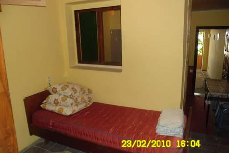 Сдается 2-комнатная квартира посуточно в Новом Свете, ул. Льва Голицына 6.