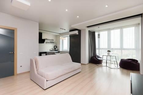 Сдается 1-комнатная квартира посуточно в Челябинске, Салютная улица, 10.