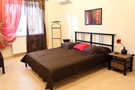 Сдается 1-комнатная квартира посуточно, 40 лет Октября, 8.