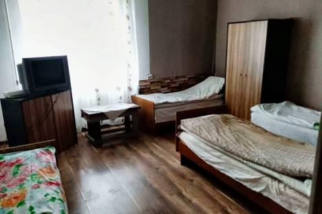 Сдается 2-комнатная квартира посуточно, Слуцкий район,улица Ленина, 193, подъезд 1.