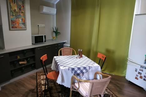 Сдается 3-комнатная квартира посуточно в Массандре, городской округ Ялта, посёТуристская улица, 16А.