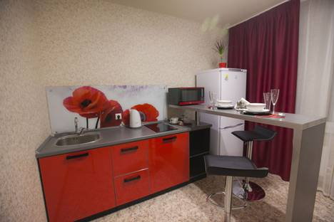 Сдается 1-комнатная квартира посуточно в Тольятти, улица 70 лет Октября, 49.