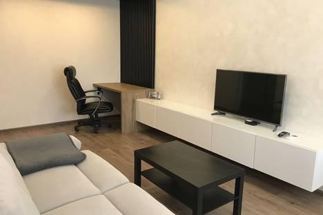 Сдается 2-комнатная квартира посуточно в Тольятти, Комсомольский район, микрорайон Шлюзовой, Гидротехническая улица, 28Б.