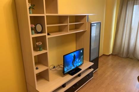 Сдается 1-комнатная квартира посуточно в Тюмени, улица 50 лет ВЛКСМ, 19.