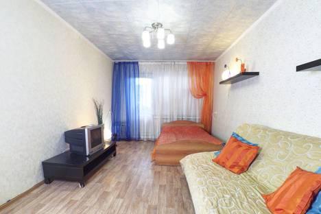 Сдается 2-комнатная квартира посуточно в Казани, ул. Чистопольская, дом 27.