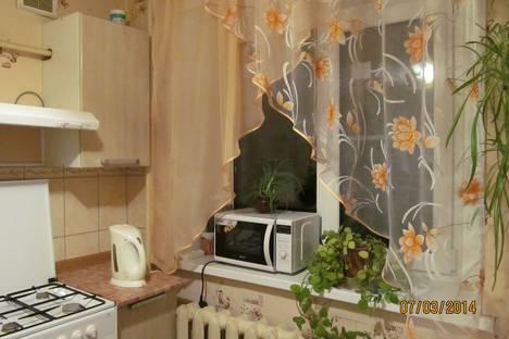 Сдается 1-комнатная квартира посуточнов Великом Новгороде, Прусская 3.