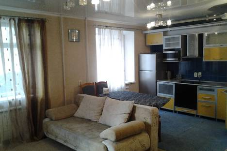 Сдается 3-комнатная квартира посуточно в Таганроге, москатова 27.