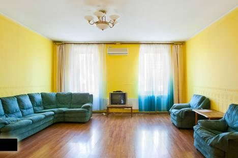 Сдается 3-комнатная квартира посуточно, пр.Октябрьский 38.